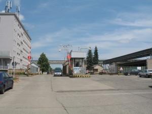 Vjezd do areálu Kovošrot Group, vrátnice