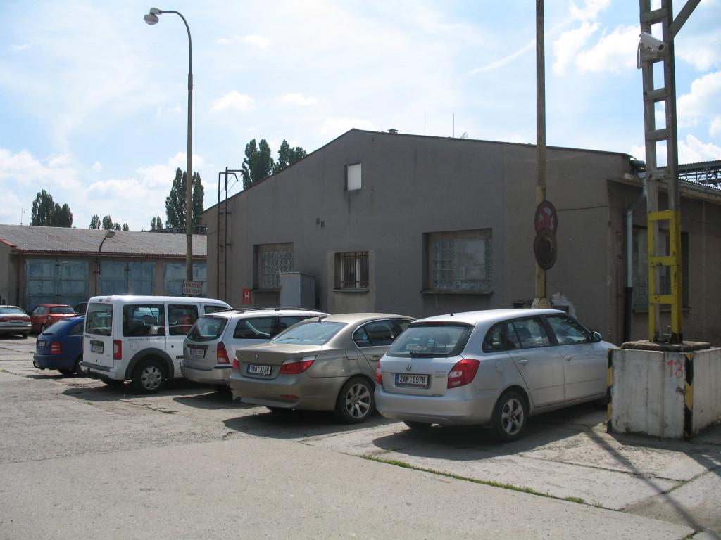 Druhá budova vpravo